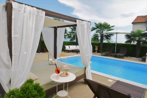apartment pool opatija