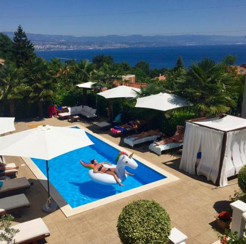swimming-pool-apartments-opatija