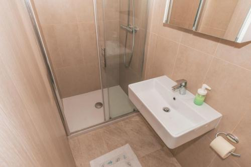 villa-chiara-app-5-bathroom