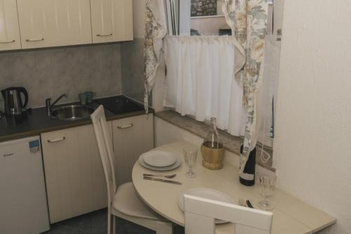 apartment-4-kitchen